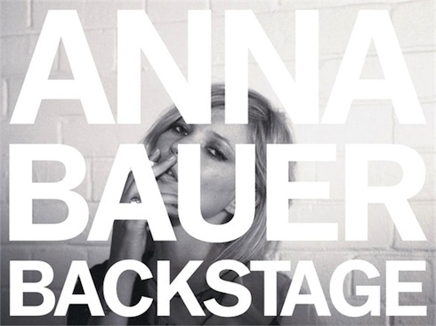 imagen promocional de la exposición backstage de anna bauer recomendada por hotel boutique cala maria